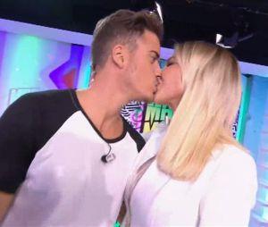 Andréane Chamberland et Andréas Kastrinos officialisent leur couple dans Le Mad Mag