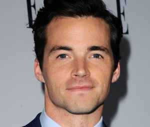 Ian Harding (Pretty Little Liars) sort son tout premier livre, Odd Birds