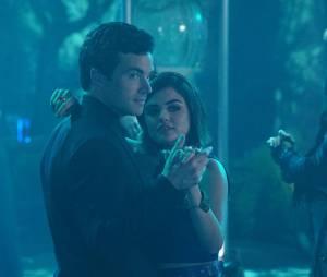 Pretty Little Liars saison : Aria (Lucy Hale) et Ezra (Ian Harding) se retrouvent au bal de promo