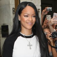 Rihanna et Drake amoureux : la chanteuse débarque par surprise sur scène pour l'enlacer