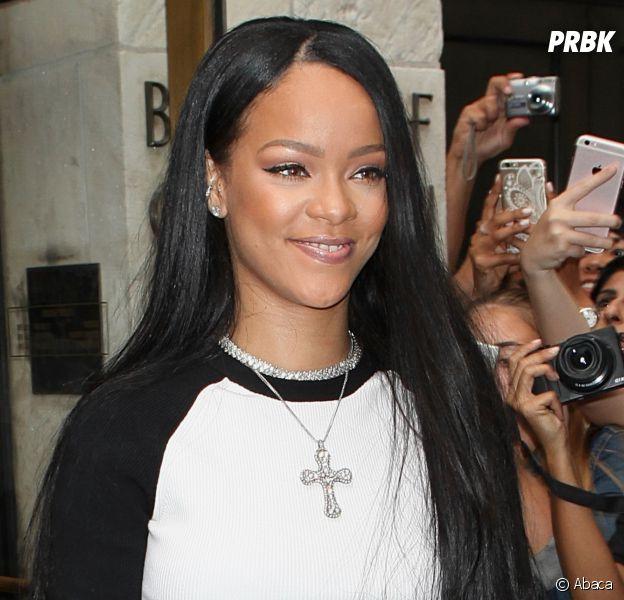 Rihanna est allée suprendre Drake en plein concert avant de l'enlacer dans ses bras.