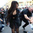 Kim Kardashian a été attaquée dans les rues de Paris.