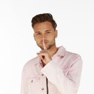 Bastien (Secret Story 10) : bagarre, insultes et dérapages, il aurait failli se faire virer !