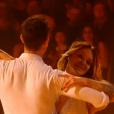 Caroline Receveur (Danse avec les stars 7) éblouissante sur un foxtrot