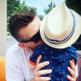 Milo, le fiancé d'Aurélie Van Daelen, et leur fils Pharell