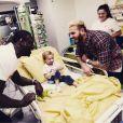 M. Pokora et Omar Sy rendent visite à des enfants malades en décembre 2016