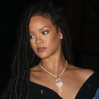 Rihanna provoque à nouveau Instagram sans soutien-gorge et avec un haut transparent