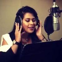 Ayem Nour du Mad Mag à la chanson : l'animatrice donne de la voix pour la bonne cause