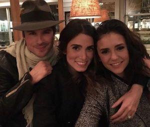 Nina Dobrev et Ian Somerhalder ensemble : les acteurs de The Vampire Diaries saison 8 réunis avec Nikki Reed, le trio prouve que tout va bien entre eux.