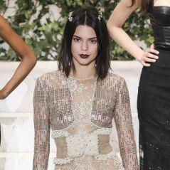 Kendall Jenner : la top sexy en lingerie transparente au défilé La Perla