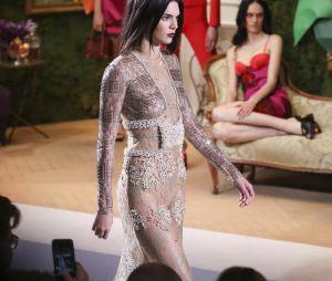 Kendall Jenner ultra sexy au défilé de lingerie La Perla pour la collection Automne-Hiver 2017.