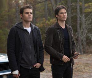 The Vampire Diaries saison 8, épisode 14 : Ian Somerhalder et Paul Wesley sur une photo