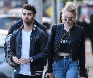 Sophie Turner (Game of Thrones) et Joe Jonas en couple : la rumeur semble se confirmer avec toutes leurs photos ensemble.