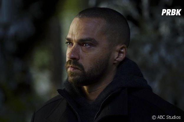 Grey's Anatomy saison 13, épisode 16 : Jackson (Jesse Williams) au bord des larmes sur une photo
