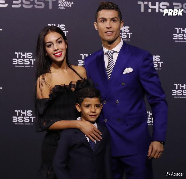 Cristiano Ronaldo bientôt de nouveau papa ? Une mère porteuse attendrait des jumeaux.