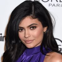 Kylie Jenner se transforme en Barbie girl et (re)devient blonde