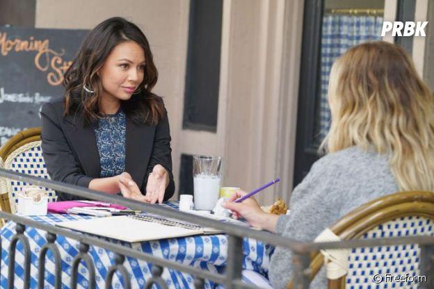 Pretty Little Liars saison 7 : Mona en pleine conversation avec Hanna