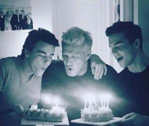 Benjamin Castaldi avec ses fils Julien et Simon