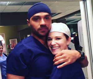 Grey's Anatomy saison 13 : Sarah Drew et Jesse Williams sur le tournage du dernier épisode