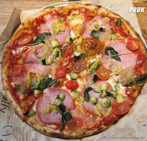 """""""A Month of Pizza"""" : une étudiante américaine mange des pizzas pendant un mois et ne grossi pas d'un gramme !"""