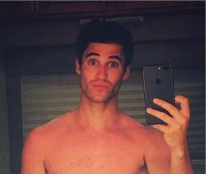 Darren Criss nu sur Instagram