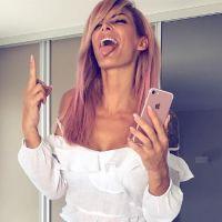 Emilie Nef Naf girly, sexy et rebelle : cheveux rose et doigt d'honneur, elle se lâche sur Instagram