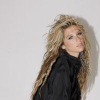 Kesha ... nous sort une vidéo d'elle tout en fluo