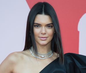 Kendall Jenner en danger ? Un fan amoureux d'elle lui aurait envoyé des lettres flippantes où il insulte elle et sa mère !