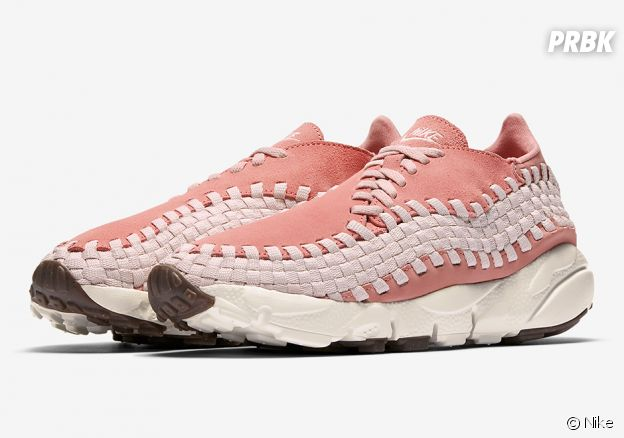 Nike lance sa Nike WMNS Air Footscape Woven Silt Red
