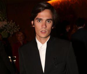 Capucine Anav : 1ère sortie officielle avec Alain-Fabien Delonà la soirée d'inauguration du Fouquet's Barrière à Paris