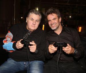 FIFA 18 : Pierre Ménès et Hervé Mathoux, les commentateurs du jeu pour la version française