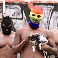 """Coexister : Fabrice Eboué parodie le rap français à travers un """"rap gay conscient"""" délirant"""