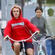 Selena Gomez et Justin Bieber très complices lors d'une balade à vélo
