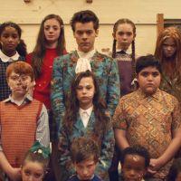 """Clip """"Kiwi"""" : Harry Styles se lance dans une guerre de... nourriture 🍩"""