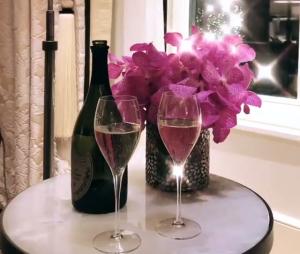 Caroline Receveur et Hugo Philip in love : ils fêtent leur un an de relation !