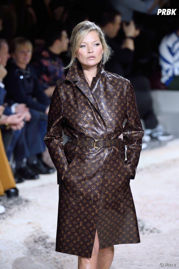Kim Kardashian a-t-elle appelé son bébé Louis Vuitton ? Elle dément et explique avoir voulu rendre hommage à Kim Jones qui a donné son dernier défilé pour la marque avec Naomi Campbell et Kate Moss à ses côtés.