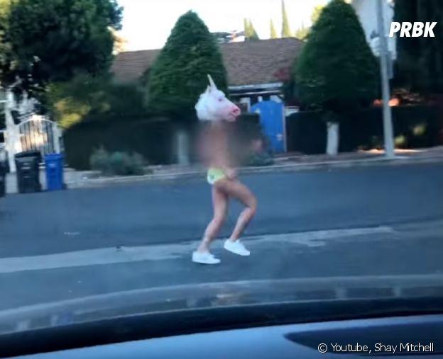Shay Mitchell (Pretty Little Liars) topless : elle court en petite culotte dans les rues de Los Angeles !