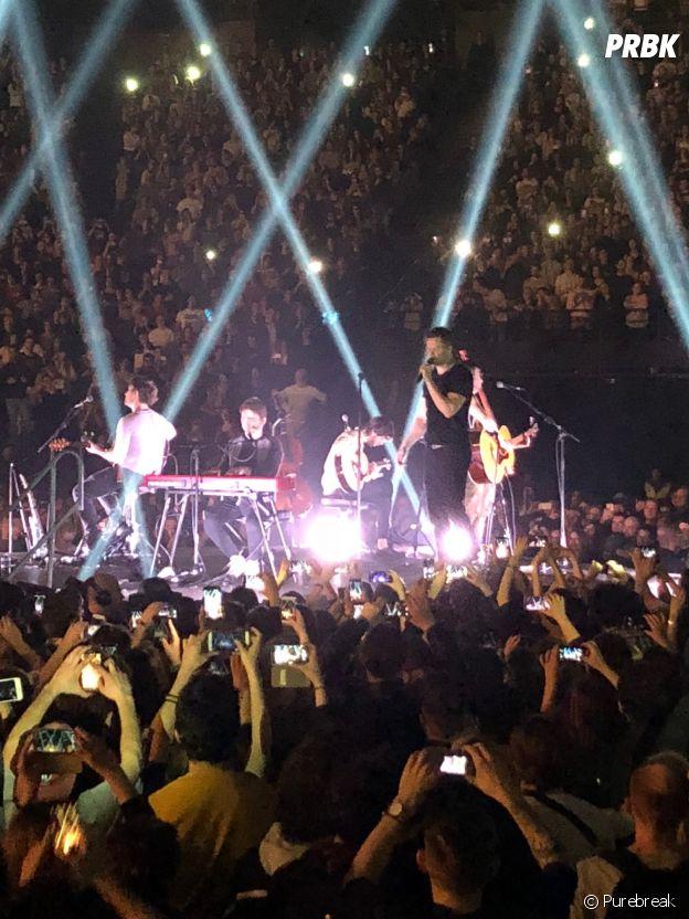 Imagine Dragons en pleine session acoustique à l'AccorHotels Arena de Paris