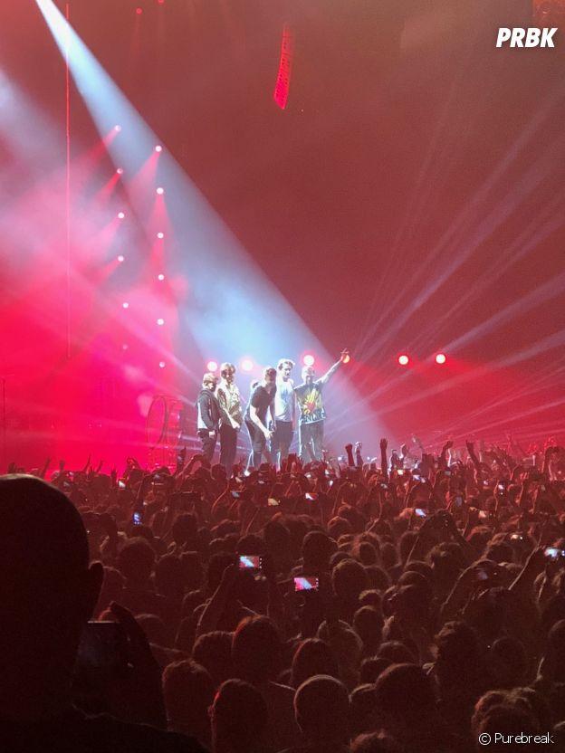 Imagine Dragons à la fin de leur concert à l'AccorHotels Arena de Paris