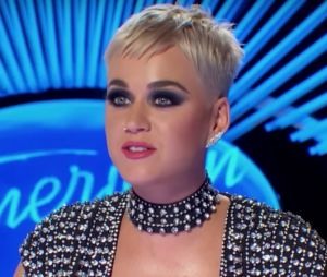 Katy Perry embrasse un candidat d'American Idol : le bisou choc et drôle en vidéo !