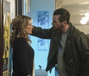 Riverdale saison 2 : Alice (Mädchen Amich) et FP (Skeet Ulrich) sur une photo de l'épisode 17
