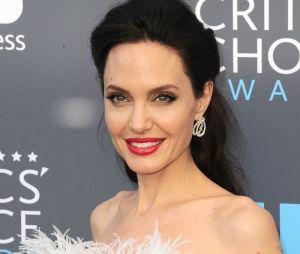 Angelina Jolie ne serait plus célibataire
