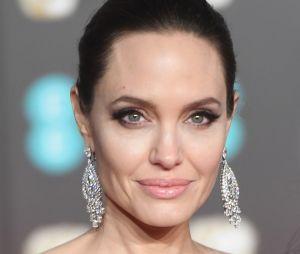 Angelina Jolie en couple avec un homme plus âgé ? La rumeur se précise