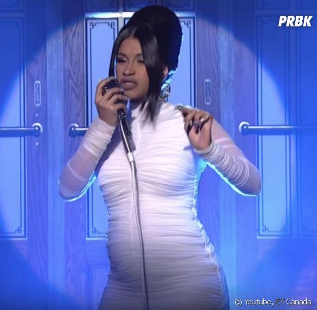 Cardi B enceinte : la rappeuse confirme en dévoilant son baby bump dans Saturday Night Live !