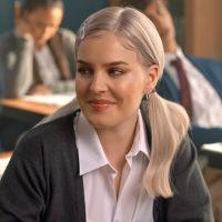 """Clip """"2002"""" : Anne-Marie offre un goût de nostalgie avec Britney Spears et NSYNC"""