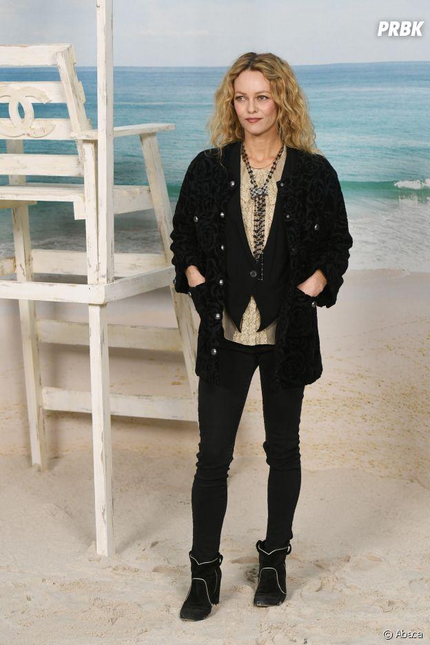 Vanessa Paradis au défilé Chanel, où le Grand Palais a été transformé en plage géante.