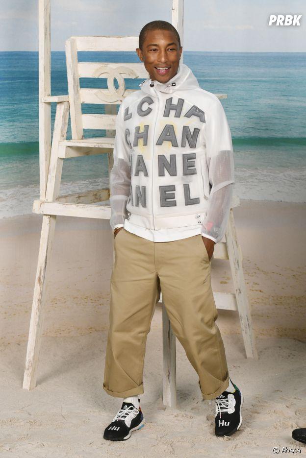 Pharrell Williams au défilé Chanel, où le Grand Palais a été transformé en plage géante.