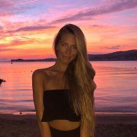 Emma CakeCup partage tout avec ses fans, y compris son remodelage des fesses et du menton