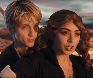 """Clip """"1999"""" de Charli XCX et Troye Sivan : saurez-vous reconnaître les références ?"""
