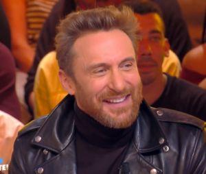 """David Guetta se moque de sa vieille coupe de cheveux : """"pourquoi personne ne m'a rien dit ?"""""""